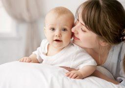 Комуникацията дете-майка по време на първата година след раждането